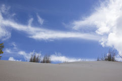 Dune e cielo Immagini Stock Libere da Diritti