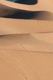 Dune e montagne di sabbia del Mesquite in Death Valley fotografie stock libere da diritti