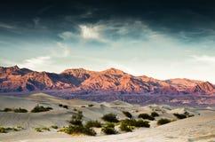 Dune et montagnes de sable de Death Valley Images libres de droits