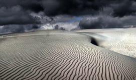 Dune muoventesi - cielo lunatico immagini stock libere da diritti