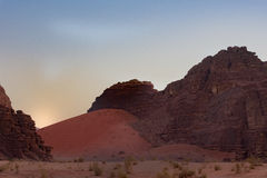 Dune rouge chez Wadi Rum photo stock