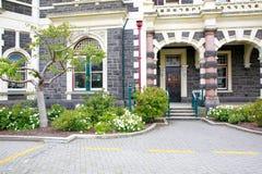 DUNEDIN, NOUVELLE-ZÉLANDE - FEBR 10, 2015 : entrée de gare ferroviaire de Dunedin photographie stock libre de droits