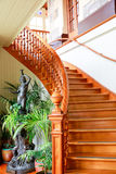 DUNEDIN, NOWA ZELANDIA - FEBR 10, 2015: wspaniały drewniany schody Larnach kasztel Zdjęcie Stock