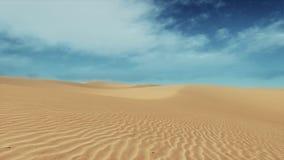 Dunes arénacées de paysage simple de désert et ciel bleu banque de vidéos