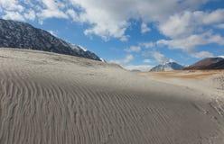 Dunes dans les collines photographie stock