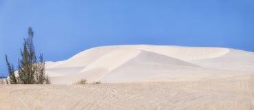 Dunes de sable blanches panoramiques de Mui Ne, Phan Thiet, Vietnam Photos stock