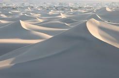 Dunes de sable blanches sans fin Images libres de droits