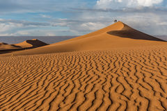 Dunes de sable dans l'erg Chigaga Photo stock