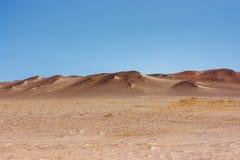 Dunes de sable dans la réservation de péninsule de Paracas, Pérou photos stock