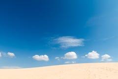 Dunes de sable de désert Photos stock