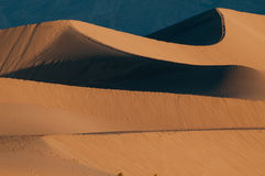 Dunes de sable de mesquite en stationnement national de Death Valley Photo libre de droits