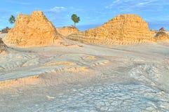 Dunes de sable et configurations antiques d'érosion en mungo N Photos stock