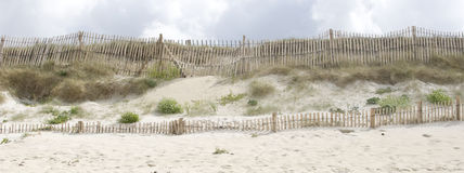 Dunes de sable sur la plage de Finistere Photo stock