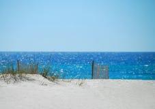 Dunes et frontières de sécurité de sable Image libre de droits