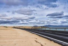 Dunes sans fin de plage de route Images libres de droits