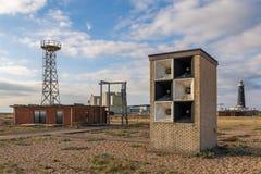 Dungeness动力火车&老灯塔,肯特,英国 免版税库存图片
