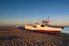 DUNGENESS, KENT/UK - 12月17日:在Dungeness的渔船是 免版税库存照片