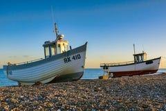 DUNGENESS, KENT/UK - 17 DECEMBER: De vissersboten op Dungeness zijn royalty-vrije stock afbeeldingen