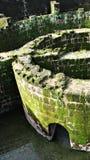 Dungeon massif dans la ruine de émiettage Images libres de droits