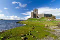 Dunguaire castle at the ocean bay Royalty Free Stock Photos