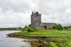 Dunguairekasteel in Provincie Galway dichtbij Kinvara, Ierland stock fotografie