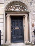 Dunkelblaue Dublin-Tür Stockbilder