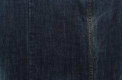 Dunkelblaue Jeansbeschaffenheit mit Naht Lizenzfreies Stockfoto