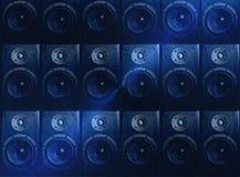 Dunkelblaue Musiklautsprecher-Auszugstapete Stockbild
