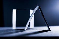 Dunkelblaue Papierformen und Schatten Lizenzfreies Stockbild