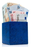 Dunkelblauer Kasten mit Euro Stockfotografie