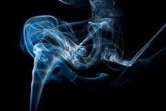 Dunkelblauer Rauch, Abstraktion. Stockbild