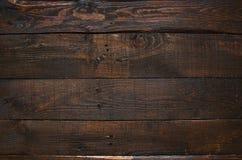 Dunkelbrauner rustikaler gealterter hölzerner Plankenhintergrund der Scheune Lizenzfreies Stockbild