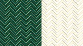 Dunkelgrünes nahtloses Smaragdmuster Chevron-Zickzacks mit goldenen Linien Netter Elfenbeinhintergrund im hellen Halbton stock abbildung