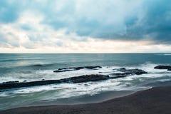 Dunkelheit auf dem Meer Stockbilder
