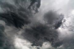 Dunkelheit des festen bewölkten Himmels Stockbilder