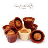 Dunkelheit und Milchschokoladepraline Stockfoto