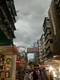Dunkelheit, welche die Stadt bedeckt lizenzfreies stockbild