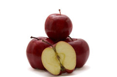 Dunkelrote Äpfel getrennt auf Weiß Stockbild