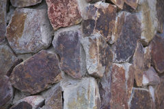 Dunkelrote Steinwand Stockfoto