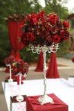 Dunkelroter Blumenstrauß von Rosen Stockfotografie