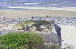 Dunkerque échoue les soutes - restes d'une batterie de l'artillerie WW2 côtière nazie, connus sous le nom de M k B Malo Terminus photographie stock