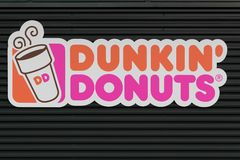 Dunkin油炸圈饼标志 免版税库存图片