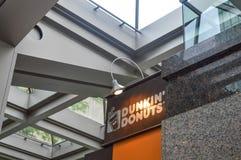 Dunkin `油炸圈饼商店 免版税库存图片