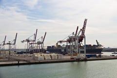 DUNKIRK/FRANCE - 17 april, 2014: Haven van Dunkirk (de Grote Haven brengt in de war Stock Fotografie