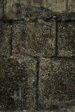 Dunkle alte Steinwand für Beschaffenheit oder Hintergrund, Schmutzart Lizenzfreies Stockfoto