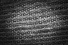 Dunkle Backsteinmauer Stockfoto