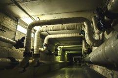 Dunkle Dämmerung und schrecklicher Tunnel Stockbilder