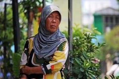 Dunkle Dame in Yogyjakarta-Straße Lizenzfreie Stockbilder