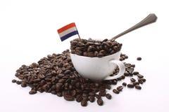 Dunkle gebratene Kaffeebohnen Stockbilder