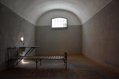 Dunkle Gefängniszelle in Peter- und Paul-Festung Stockbilder